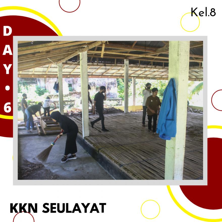 Gotong Royong Membersihkan Balai Adat Mahasiswa KKN ISI Padangpanjang